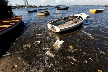 Clarke-Sailing-Through-the-Trash-and-Sewage-of-Guanabara-Bay-1200.jpg